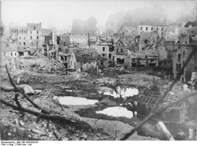 Ciudad normanda derruida, posiblemente St-Lo. Fotógrafo desconocido (Bundesarchiv Bild).