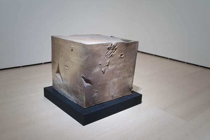 Cubo Antoni Tàpies, del objeto a la escultura   Jotdown
