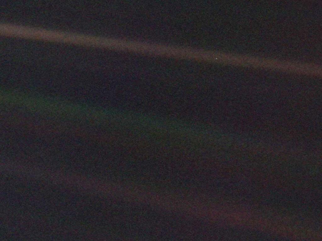 El Punto Azul Pálido que la Voyager 1 fotografió en 1990. Le llamamos La Tierra