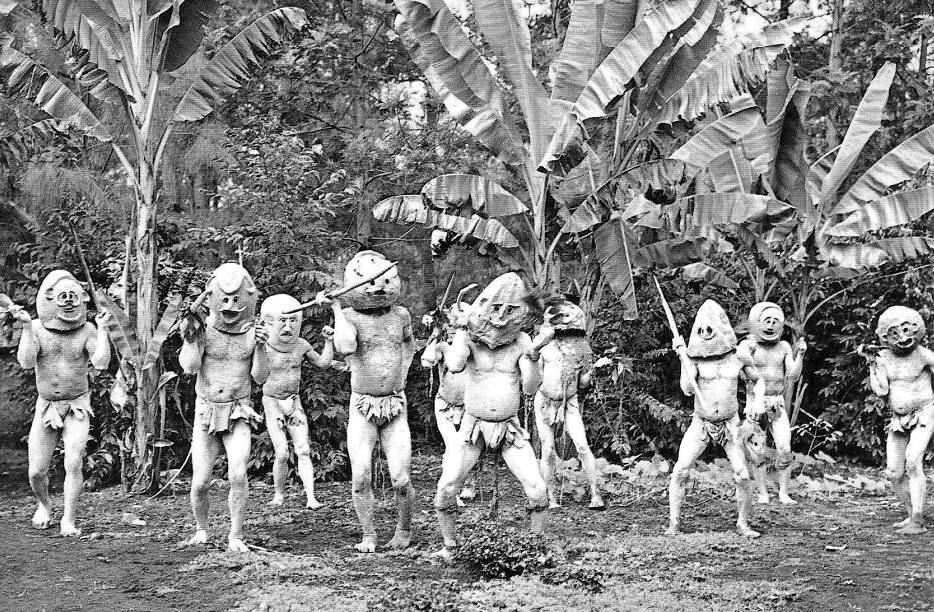 Hombres de Barro Asaro de Papúa Nueva Guinea.