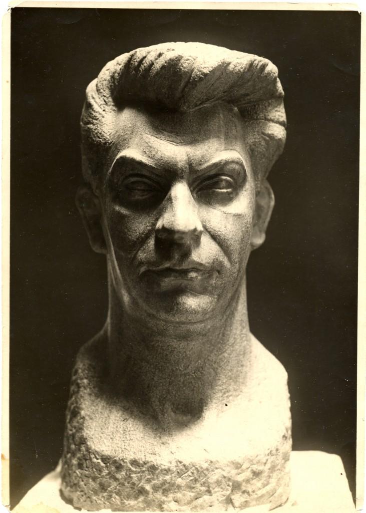 Busto de Manuel Chaves Nogales obra de Emiliano Barral y propiedad de Pilar Chaves Jones.