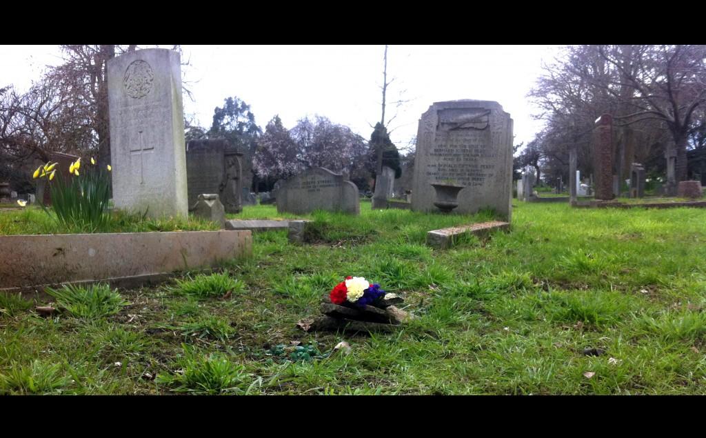 Tumba de Manuel Chaves Nogales. CR19, cementerio de Fulham, Londres. (Foto Daniel Suberviola