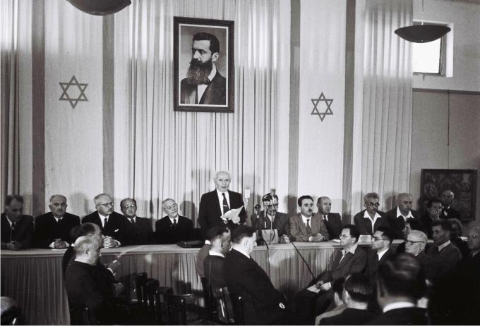 Ben-Gurion lee la Declaración de Independencia del Estado de Israel. Tel Aviv, 14 de mayo 1948 (CC).