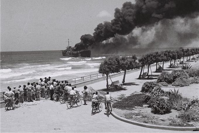 Destrucción del buque Altalena por parte del ejército de Israel. 22 de junio 1948 (CC).