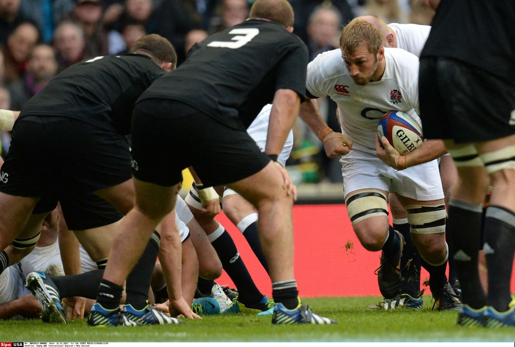 Chris Robshaw, runs with the ball during the QBE International rugby union match between England and New Zealand played in Twckenham Stadium, on November 16, 2013 in Twickenham, England. (Photo by Mitchell Gunn/ESPA/Cal Sport Media/Sipa USA)