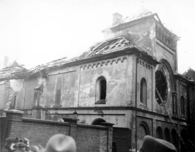 Sinagoga berlinesa en llamas (DP)