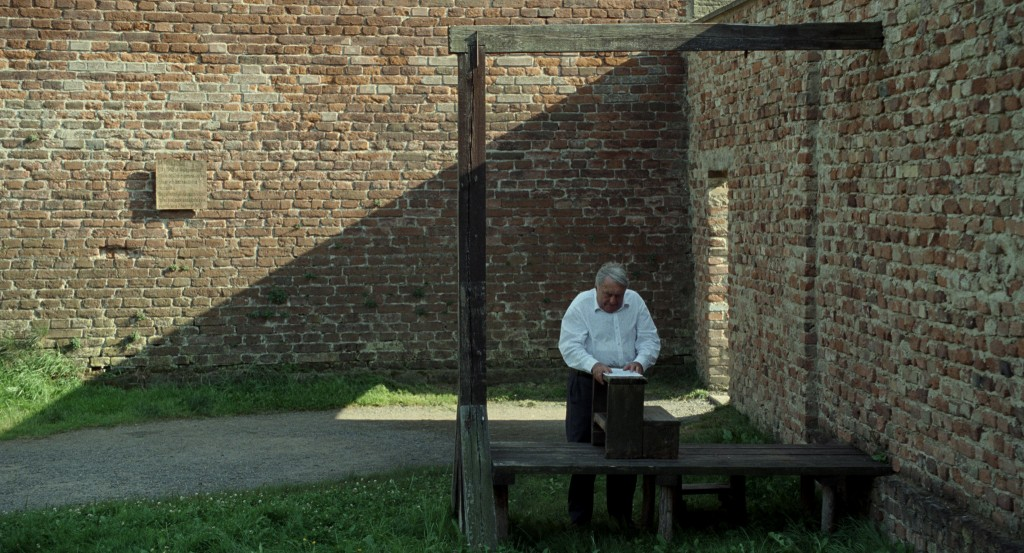 Claude Lanzmann en Theresienstadt en una escena de El último de los injustos. (Fotografía: Avalon)