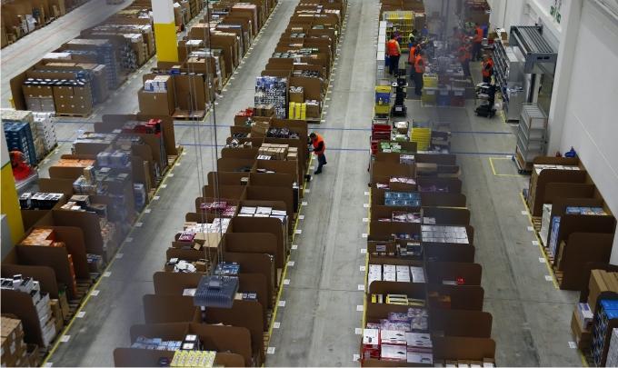 Vista general del almacén de Amazon en Brieselang, Alemania. Foto Tobias Schwarz Cordon Press