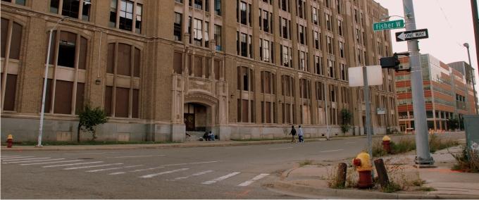 Fachada lateral del antiguo edificio del Cass Technical High School (1910) y hoy abandonado. En Detroit no se restaura ni se mantiene nada, se abandona y se construye otro. Foto: Diego E. Barros.