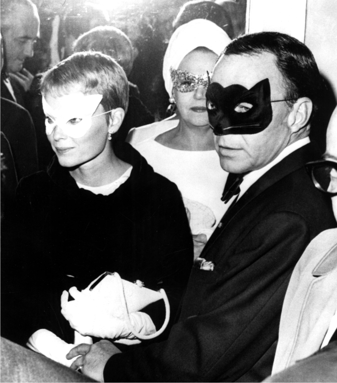 Frank Sinatra y Mia Farrow. Foto Everett Collection  Ev Everett  Cordon Press