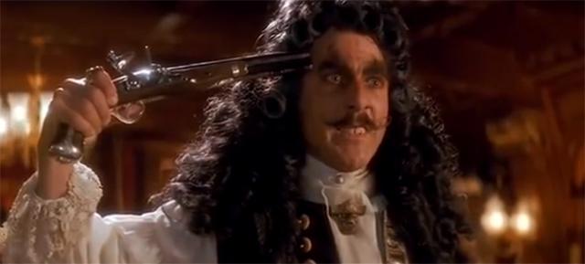 """Dustin Hoffmann terminó convirtiéndose, cómo no, en lo mejor de la fallida revisión del mito de Peter Pan que fue """"Hook""""."""