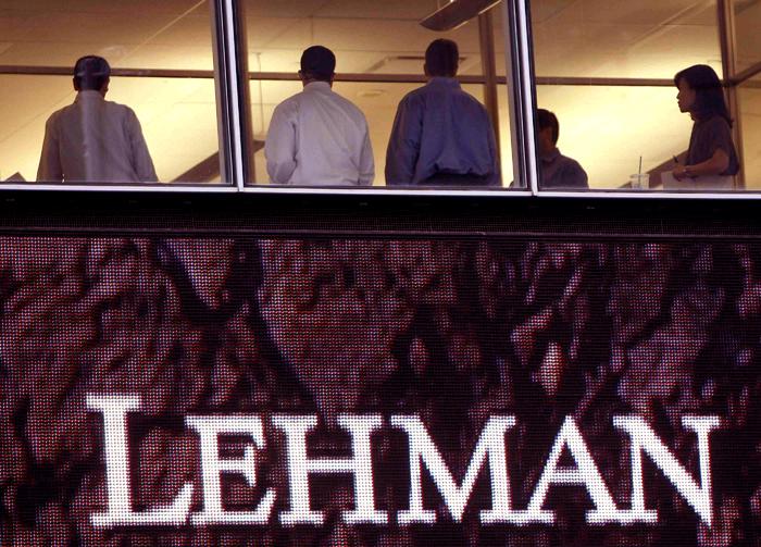 16 de septiembre de 2008: agitación en la sede de Lehman Brothers, cinco días después de la quiebra. (REUTERS/Cordon Press)