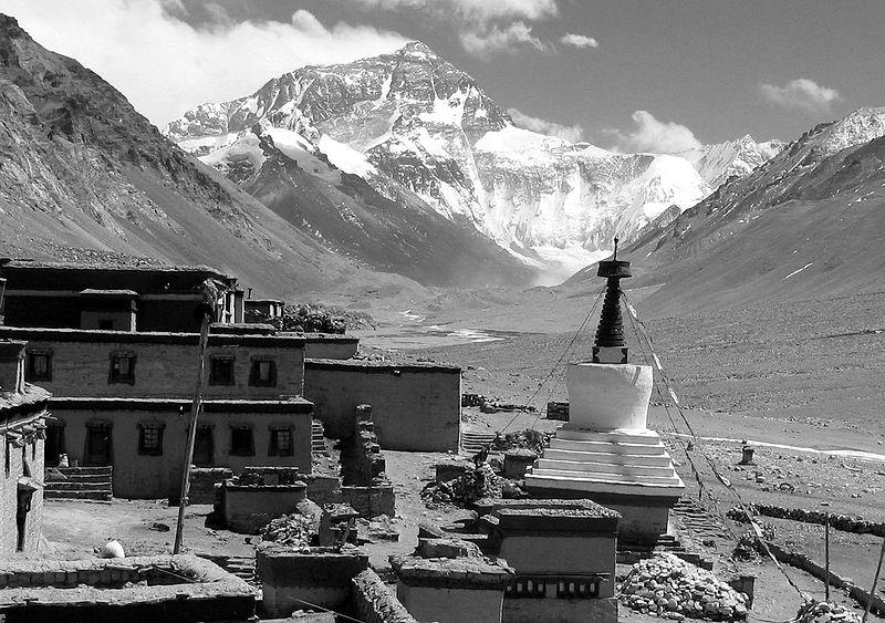 Monte Everest desde el monasterio de Rongbuk. (DP)