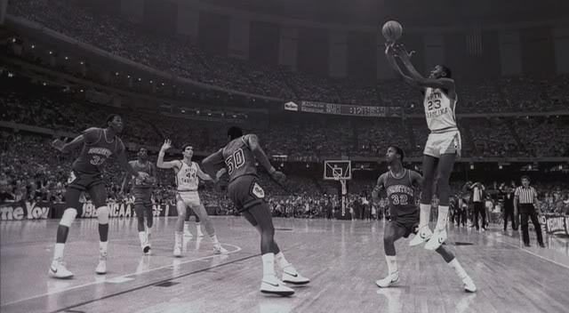 Término de un frontal de impulso en Michael Jordan (1982).