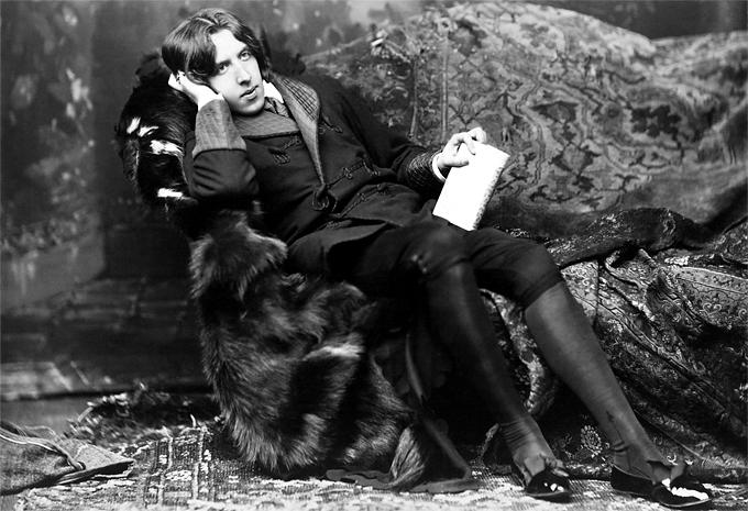 Oscar Wilde c. 1882. Muere por encima de sus posibilidades. Fotografía: Napoleon Sarony / Metropolitan Museum of Art (DP).