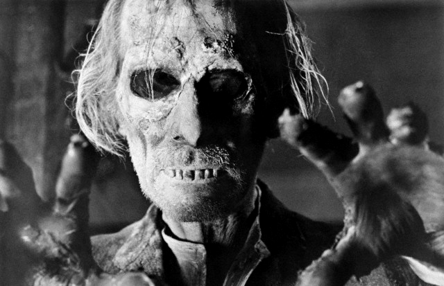 "Peter Cushing en ""Tales From the Crypt"", 1972 (Foto: Corbis)"