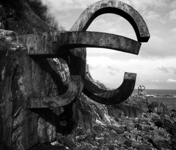 San Sebastián: un paseo por el hueco y el viento
