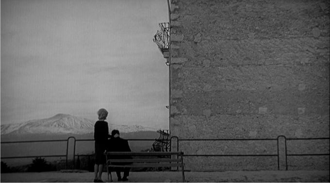 Escena de La aventura. Imagen:  Produzioni Cinematografiche Europee / Cino del Duca.