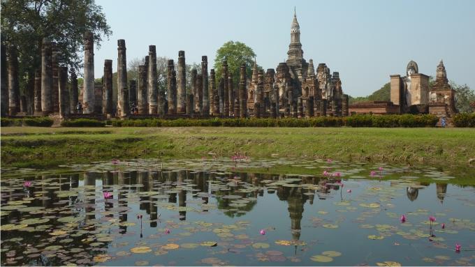Vista general de Wat Mahathat, el templo real de Sukhothai. Foto: Cédric Liénart (CC)