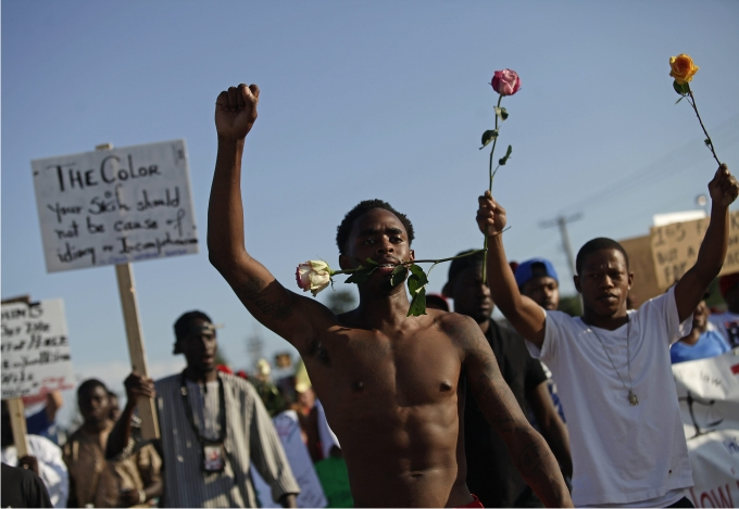 Manifestantes  protestan por el asesinato de Michael Brown en Ferguson. Foto: Cordon Press.