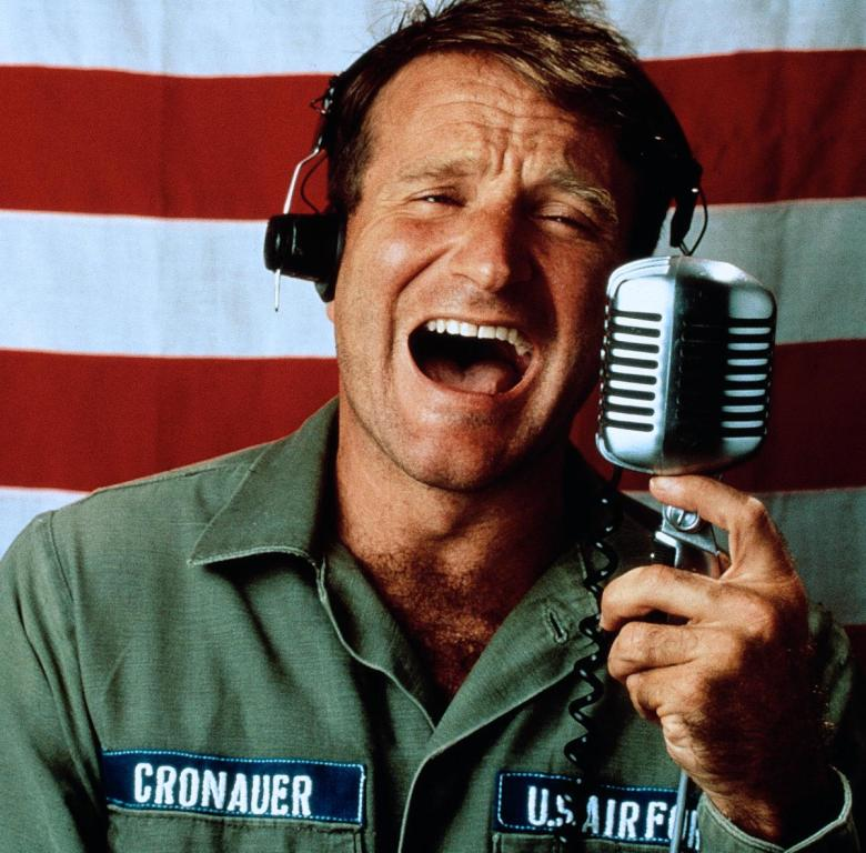 Robin Williams en Goog Morning Vietnam. Imagen: Touchstone Pictures.