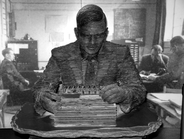 Estatua de Alan Turing en Bletchley Park. Foto: Ian Petticrew (CC)
