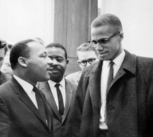 Imagen del único encuentro entre Malcolm X y Martin Luther King. (Foto: DP)