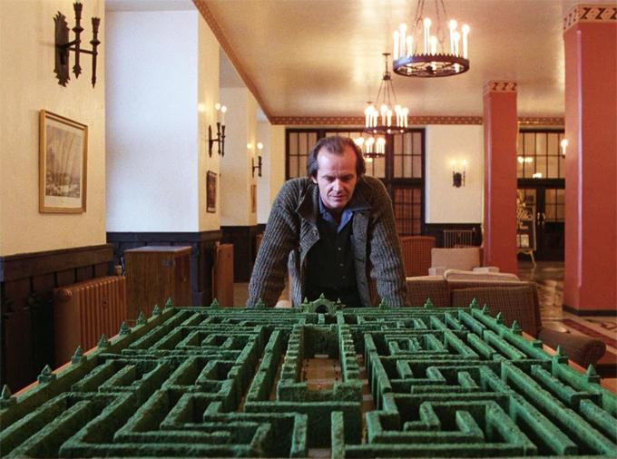 Una escena de El resplandor. Imagen Warner Bros Hawk Films Peregrine Producers Circle.