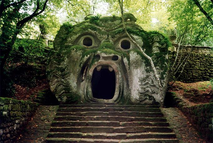 Una imagen del Parque de los Monstruos en Bomarzo Italia. Fotografía Roberto Fogliardi CC