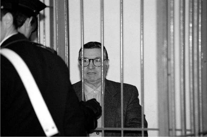 Totò Riina durante su juicio en 1993. Foto: Corbis.