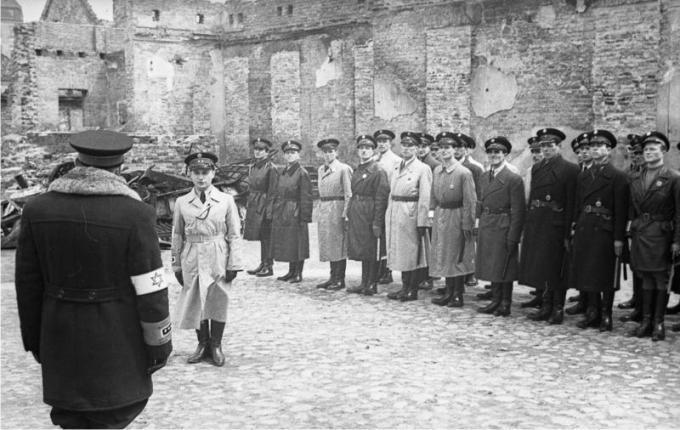 Policía judía del gueto de Varsovia. Foto: DP.