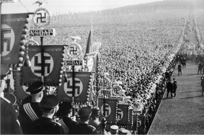 Congreso del partido nazi en Nuremberg, 1937. Imagen original de la revista Life.