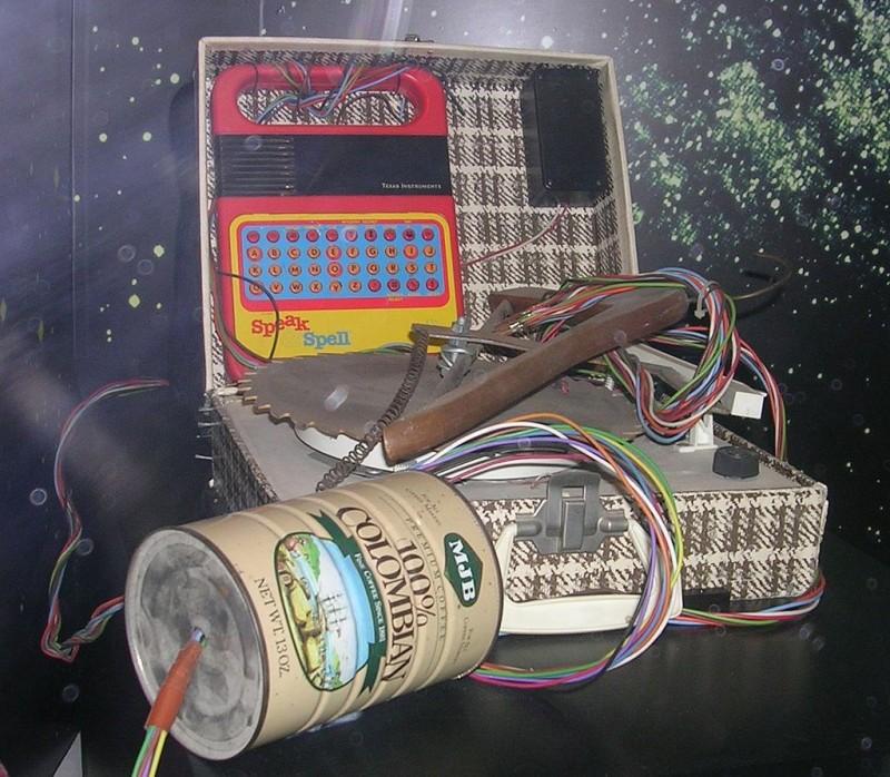Teléfono construido por E.T. para llamar a casa. Fuente:Wikipedia