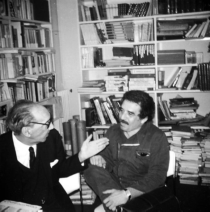 Juan Carlos Onetti y Gabriel García Márquez en la Agencia Literaria de Carmen Balcells Barcelona ca 1980. Foto Dolly Onetti