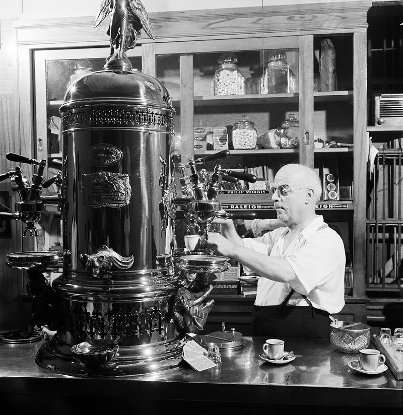 Una cafetería italiana en Little Italy 1942 Library of Congress DP 1