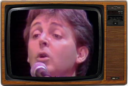 Paul McCartney cantando feliz sin saber que no le estaba oyendo ni Dios (imagen: BBC)