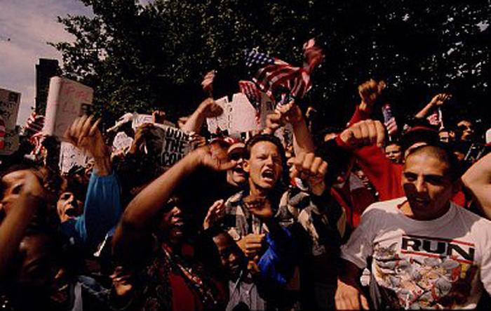 Seguidores de John Gotti a las puertas del juzgado (Foto: Corbis).