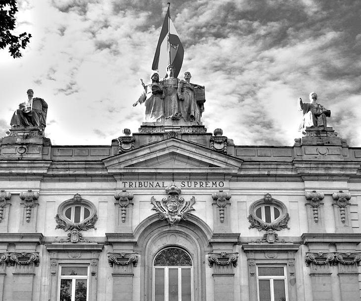 Fachada principa del edificio del Tribunal Supremo. Foto: Cberbell (CC)