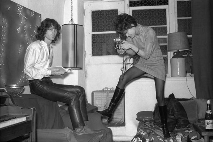 Gloria Stavers fotografía a Jim Morrison. Foto cortesía de 16 Magazine.