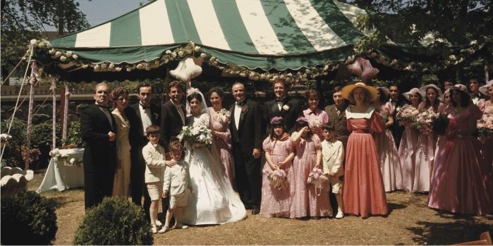 Escena de El Padrino, familia al completo. Imagen: Paramount Pictures.