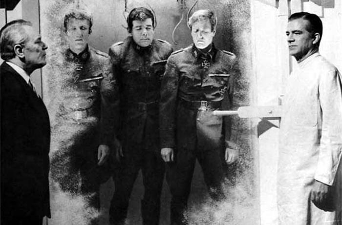 """""""¿A cuánto va el cuarto y mitad de nazi congelado, oiga?"""" (Foto: Seven Arts)"""