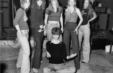 Kim Fowley con The Runaways. Foto: Corbis.