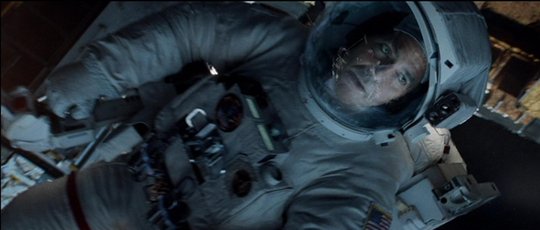 Alfonso Cuarón se la saca Gravity. Imagen: Warner Bros. Pictures. (Clic en la imagen para ampliar)