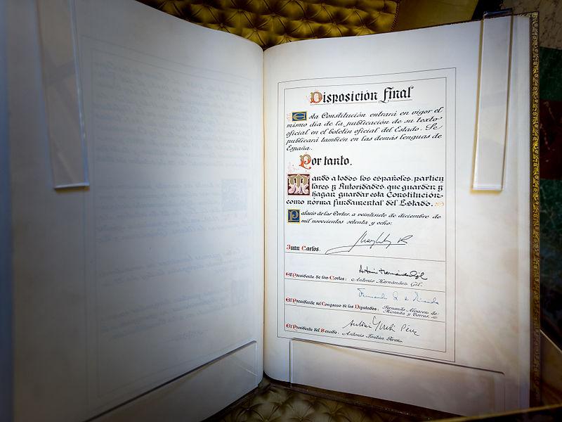Ejemplar original de la Constitución española de 1978 expuesto en el Congreso de los diputados, Madrid. Fotografía: Barcex (CC)