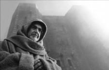 Por qué Umberto Eco construyó una abadía en una montaña, o las obsesiones maniáticas en los mundos de ficción