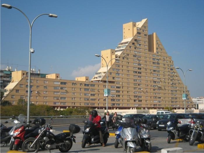 27 ALICANTE, edificio la pirámide