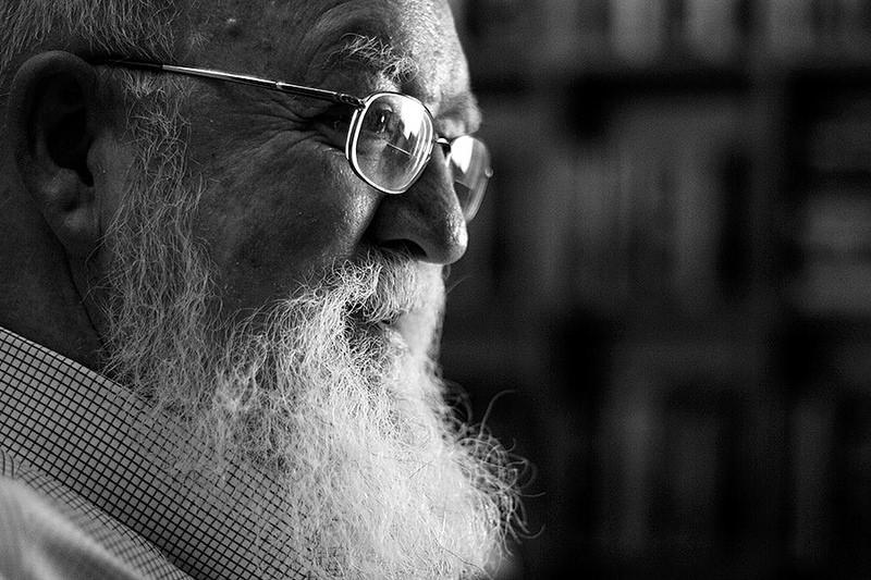 Daniel Dennett para jot down 0