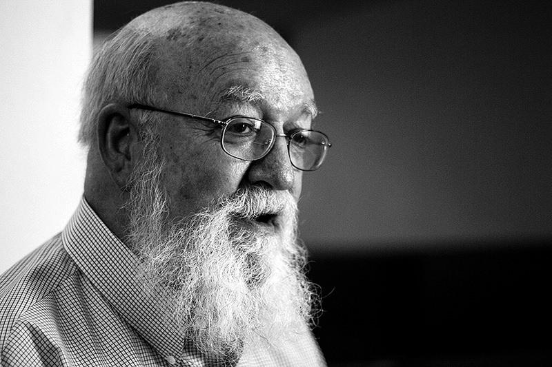 Daniel Dennett para jot down 5