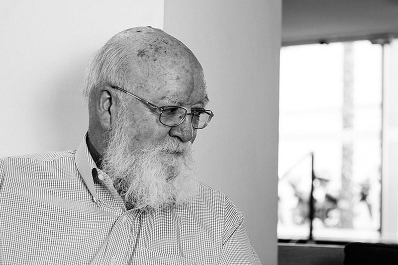 Daniel Dennett para jot down 7