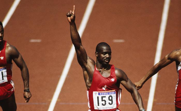 Ben Johnson entrando primero en la meta durante la final de los 100 metros lisos de los Juegos Olímpicos de Seúl (Foto: Corbis)